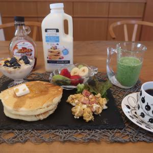 オーガニックパンケーキの朝食とバナナプリンケーキ と イタリア~ン♪