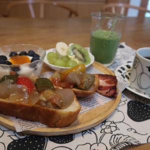 ラタトゥイユのオープンサンドの朝食と 簡単!トマトミートスパ♪