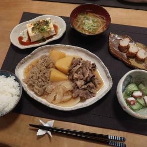 """肉じゃがで""""和""""の晩ご飯 と 胡蝶蘭に囲まれて …♪"""