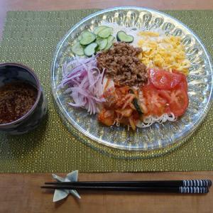 ジャージャー麺風キムチ素麺と 今週のお弁当と ヘクソカズラの花♪