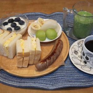 """卵サンドの朝食と """"餃子食べ比べ""""の晩ご飯"""