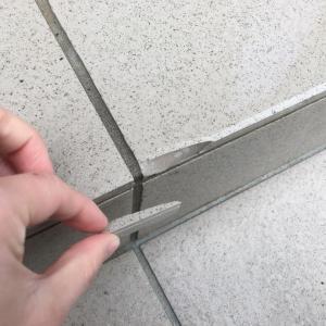 玄関階段のタイル割れる( ´•௰•`)