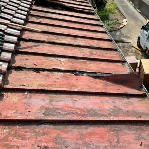 ボッロボロの屋根を直す美容師