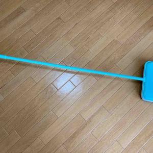 《PR 電気もチリトリも不要!Eyliden手動掃除機なら片手でカーペットのゴミ取りもできる》