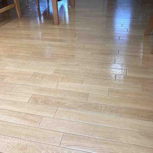《床のベタつきを解消したい!掃除法を徹底検証、よかった洗剤と道具は?》