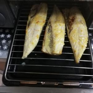 《効率よく簡単にギトギトの油汚れをスッキリ!魚焼きグリルの掃除方法とコツ》