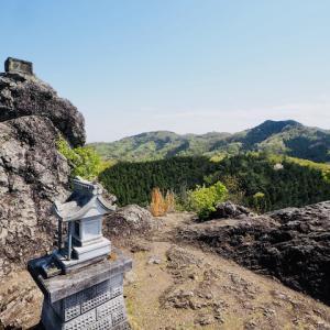 金鑚神社からの 御嶽の鏡岩