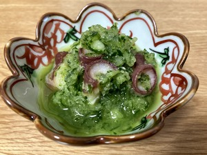 爽やかさを感じる胡瓜と蛸の和え物は 涼やかな翡翠色