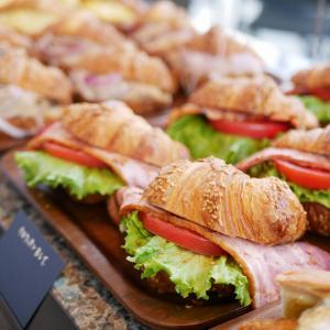 【南町田】まるでNY!豪快なグリル料理と自家製パン食べ放題「THE CITY BAKAERY」