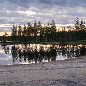 幻想的な雲と湖