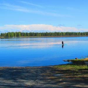 山歩きの後の湖