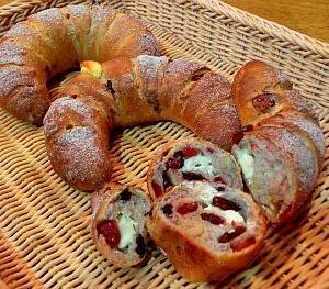 守山区パン教室 11月メニュー「4種のベリーとクリームチーズのライ麦パン & ミルクハース」