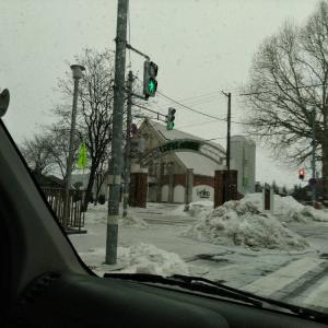 また雪だ 積もるだろうか 明日は何が起こるだろうか
