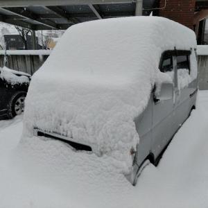 大雪がきた 雪かきでヘトヘト
