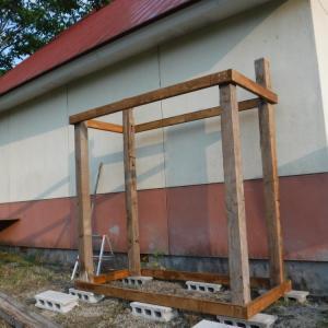 薪小屋の骨組みが完成した