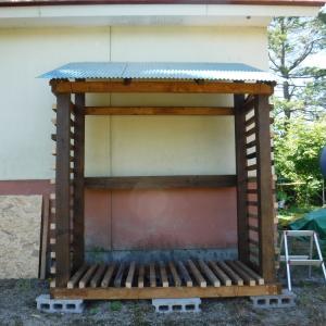 薪小屋ほぼ完成! あとは保護剤を塗るだけ