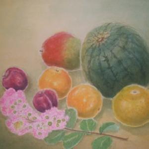 果物とサルスベリの小枝