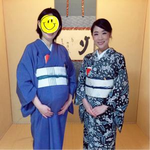 小泉茶道教室で最後のお稽古、思い出作りの妊婦ちゃん着付。