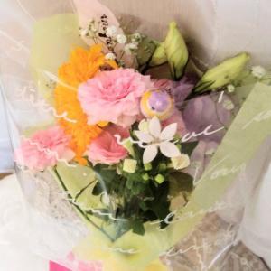花束に鳥さんピック入れてみました(*^_^*)