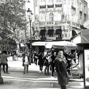 パリ到着。まずは買い出しへ(^_^)