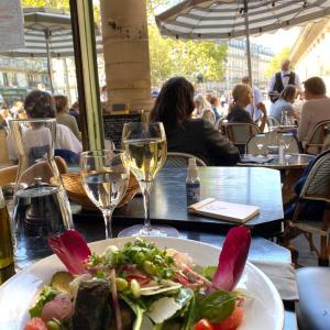 パリの昼下がりパリ^_−☆ ベジタリアンランチ