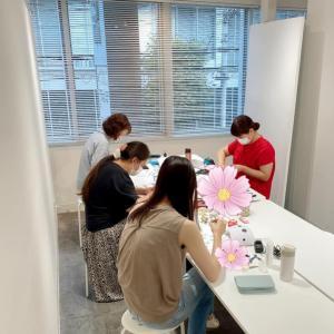 【浅草橋生徒さん作品】軽くて可愛い❀紙のお花に心が弾む時間を楽しむ