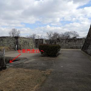 津山城(日本100名城) 14 天守曲輪七番門から天守台ハートの石