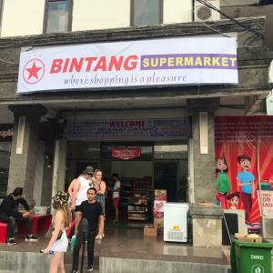 全焼したビンタンスーパーマーケット、仮店舗で営業再開