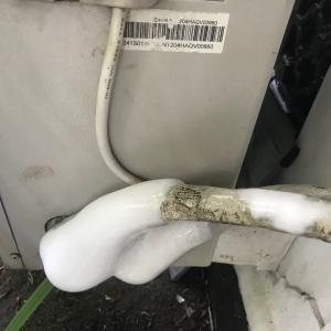 隣室エアコン室外機、凍結中