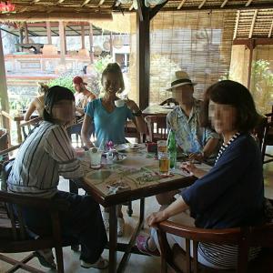 ヒンズー寺院を見ながらのコーヒータイム ~Cafe Lotus~
