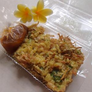 パサールパギのインドネシアのかき揚げ「バッワン」、イケてます♥