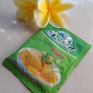 1袋 Rp2,000(約14円)のブンブで、本格的なインドネシア風カレー作り