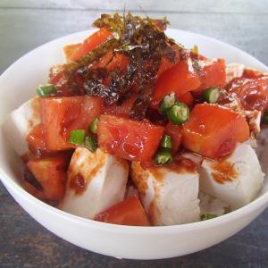 今日のぼっち自宅ランチは「コチュジャントマトの豆腐丼」