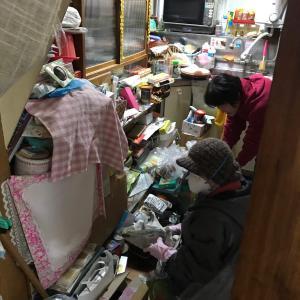 新潟市中央区でのゴミ不用品の片付け・お掃除・整理整頓作業風景