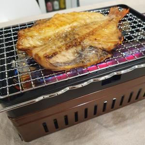 イワタニの炉端焼き器「炙りや」を買って赤魚の干物を焼いてみた。