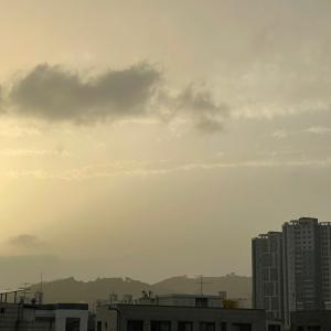 まるで「モノクロ写真」のような韓国の空!!