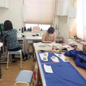 ソーシャルディスタンスで洋裁教室★生徒さんと私の作業状況★着ていた楊柳ワンピも