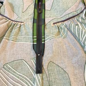 マリメッコワンピの縫い方見せちゃいます★ファスナー下には縫い目なかったりタックの裏側も