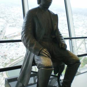 五稜郭タワー展望台内部の土方歳三青銅像と模型