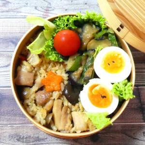 具だくさん鶏おこわ弁当と卵黄の麺つゆ漬け