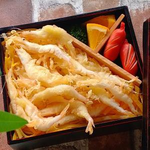 白エビの天ぷら弁当としらすのアヒージョ