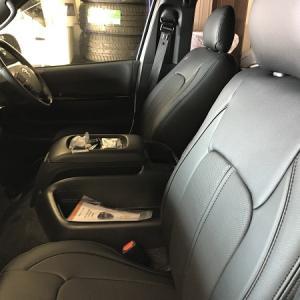 【シートカバー】 トヨタ ハイエース トヨタ 30系プリウスにシートカバー取り付けです!!