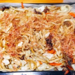 オーブンで炒めた焼きうどん♪( ´▽`)