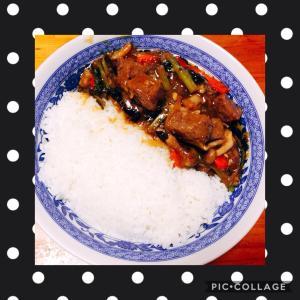 牛肉の中華風醤油煮込み丼