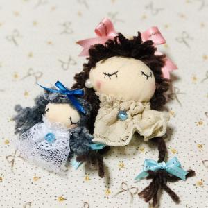 ミニ人形ブローチ