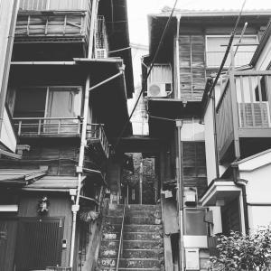 千駄木・根津・本郷…3「菊坂奥の木造3階建の古民家」
