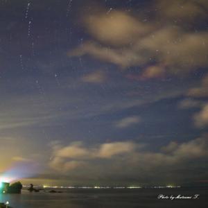 ネオワイズ彗星 朝陽を雨晴海岸にて
