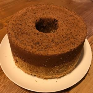コーヒー豆の入ったコーヒーココアシフォンケーキを焼きました