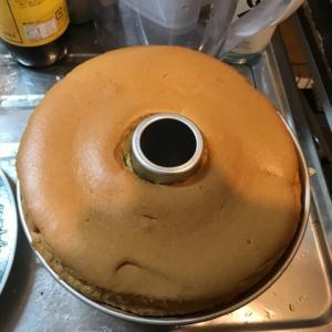 プレーンシフォンケーキを焼きました 横割れしました
