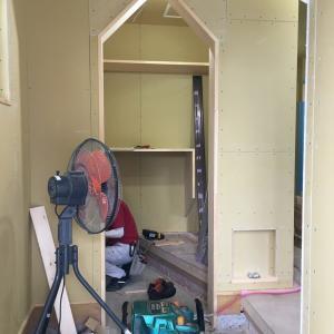 【「FPの家」+ZEH】 三角下がり壁、制作中!そのポイントは・・・?